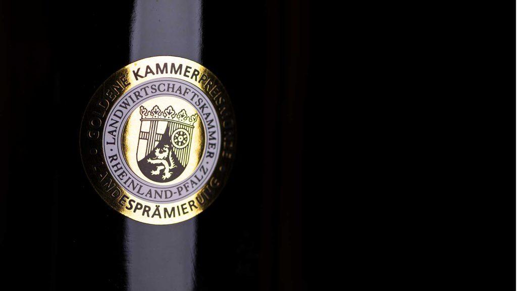 Weinflasche Weingut Karl Erbes - Goldene Kammerpreismünze